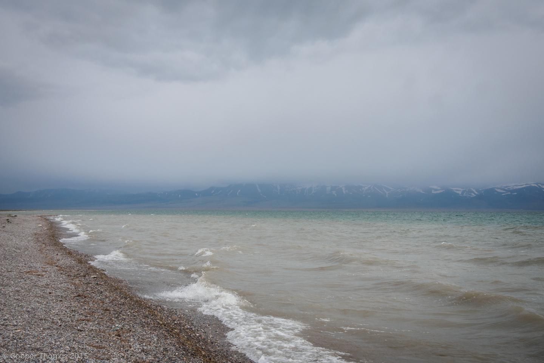 Song Köl shoreline.